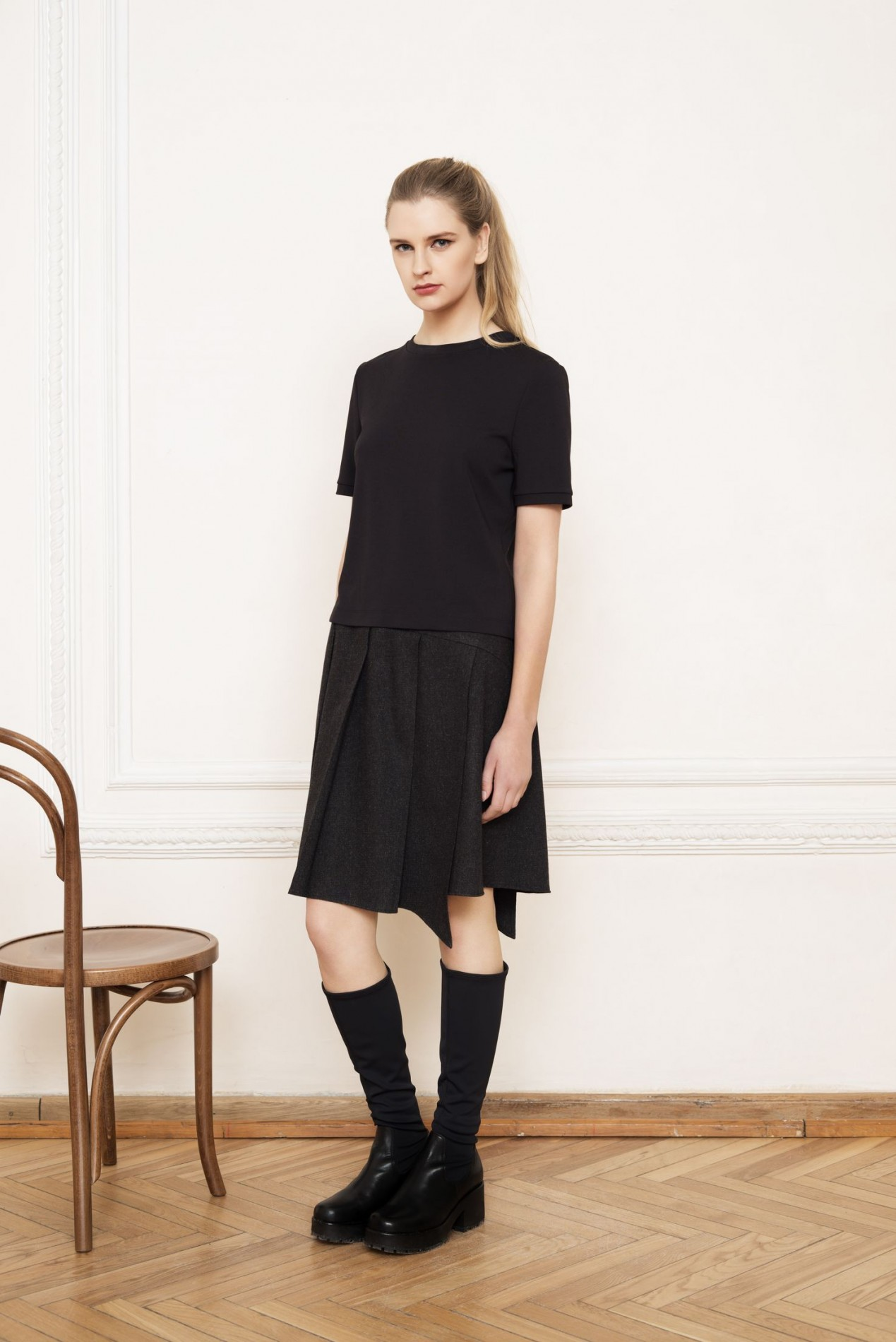 ANDES Short-sleeve Blouse and ALPS Pleat Skirt