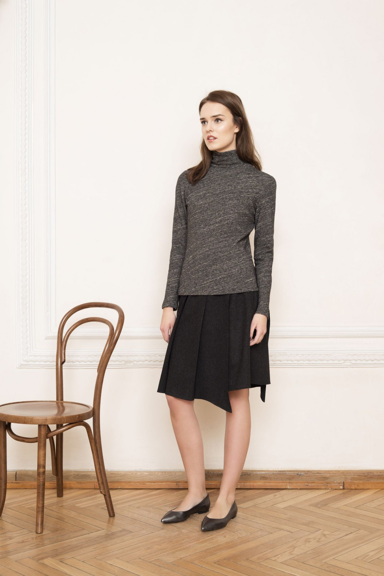ELBRUS Turtle-neck Blouse and ALPS Pleat Skirt