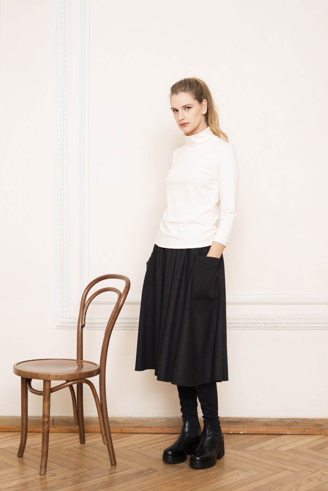 ANDES Turtle-neck Blouse and ALPS Flare Skirt
